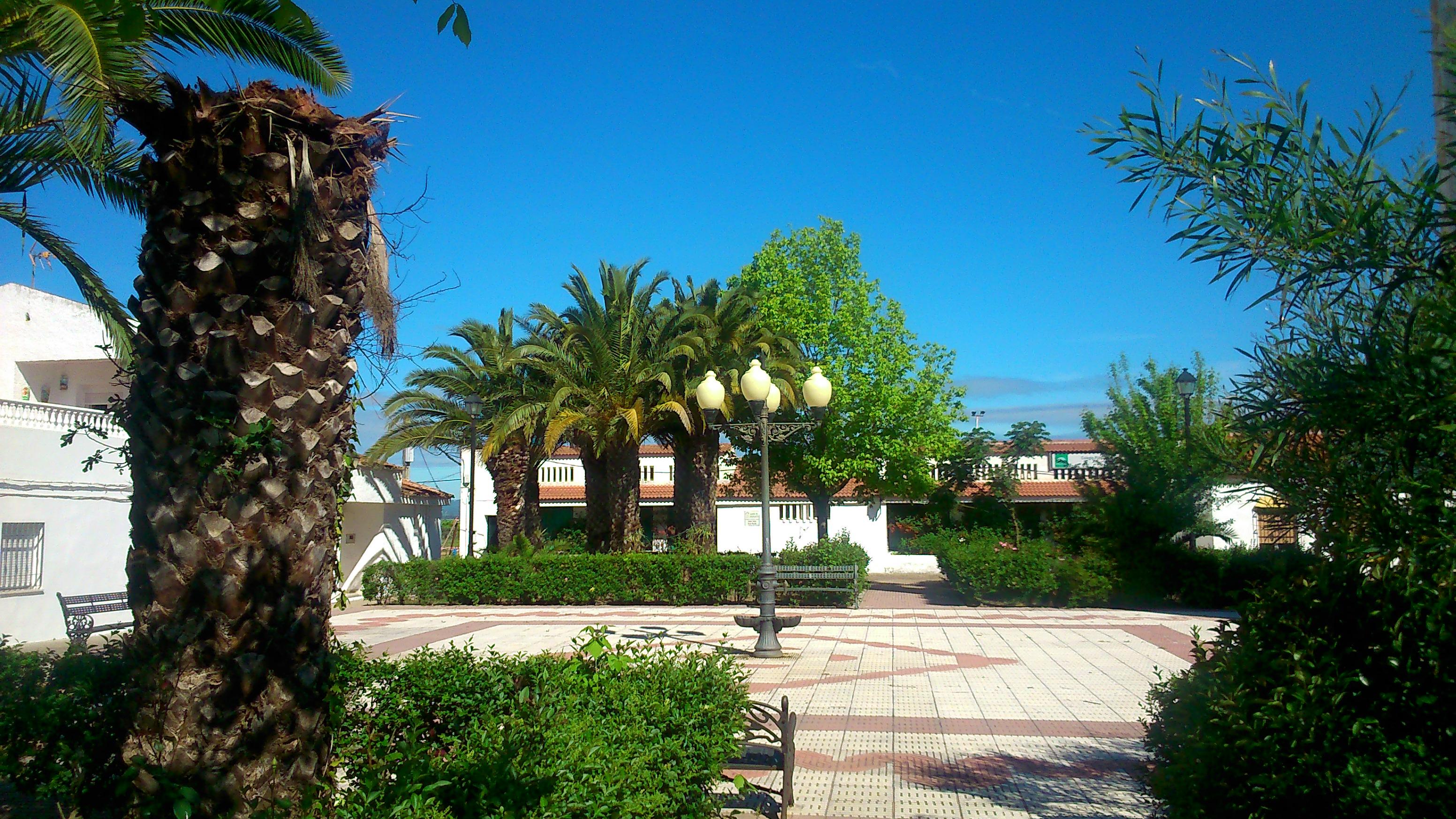 Plaza_mayor_de_puebla_de_la_parrilla